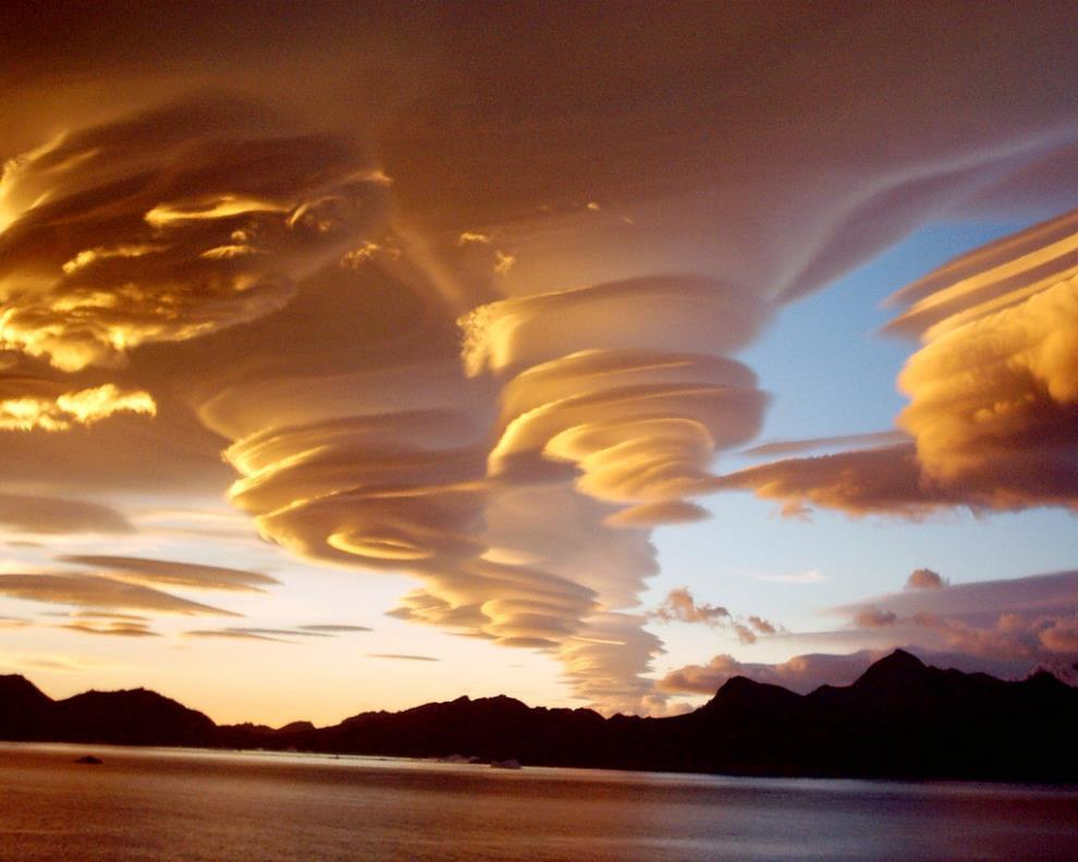 lenticular-clouds-over-sandwich-islands