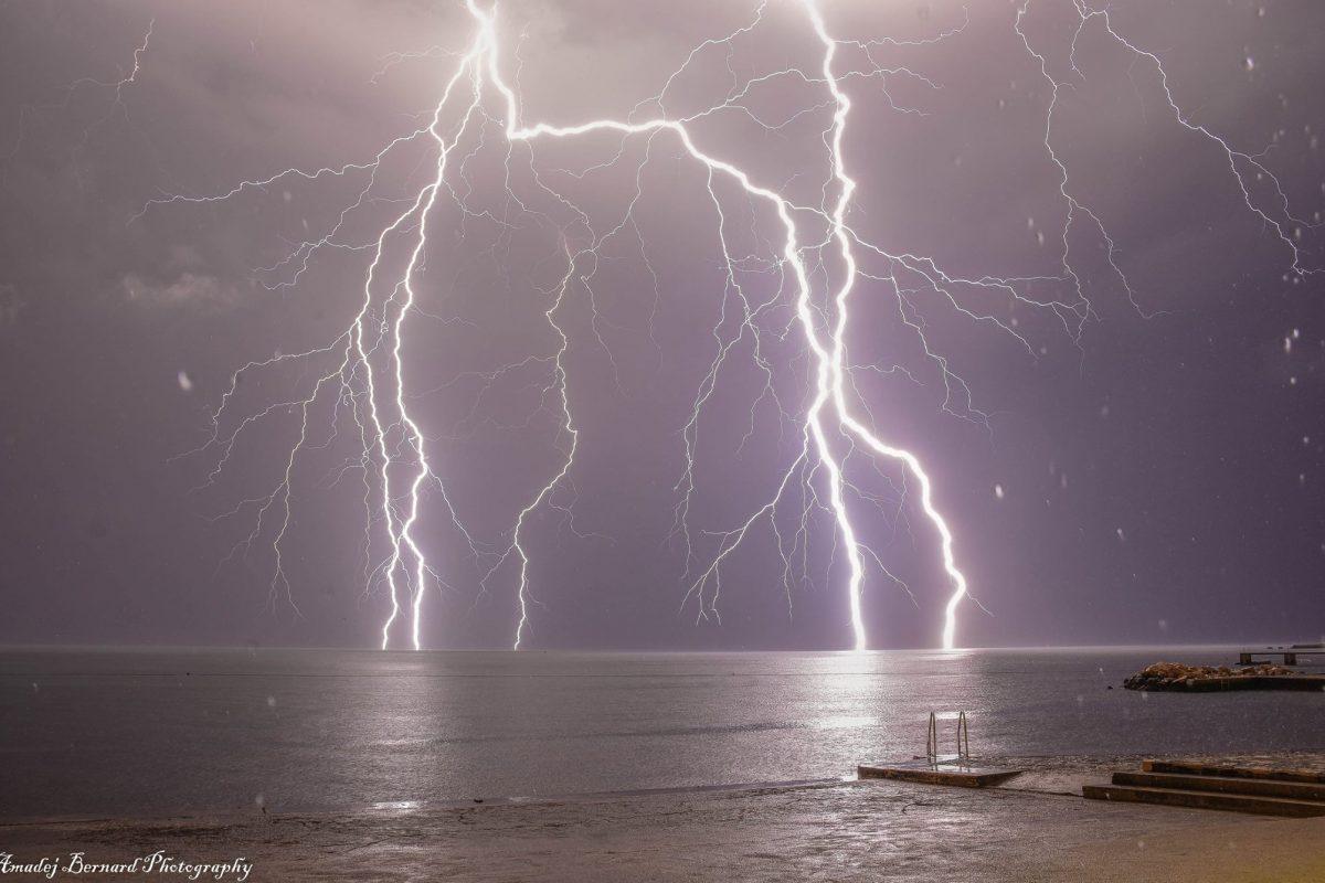 Na Agenciji RS za okolje izdali opozorilo pred močnimi nevihtami