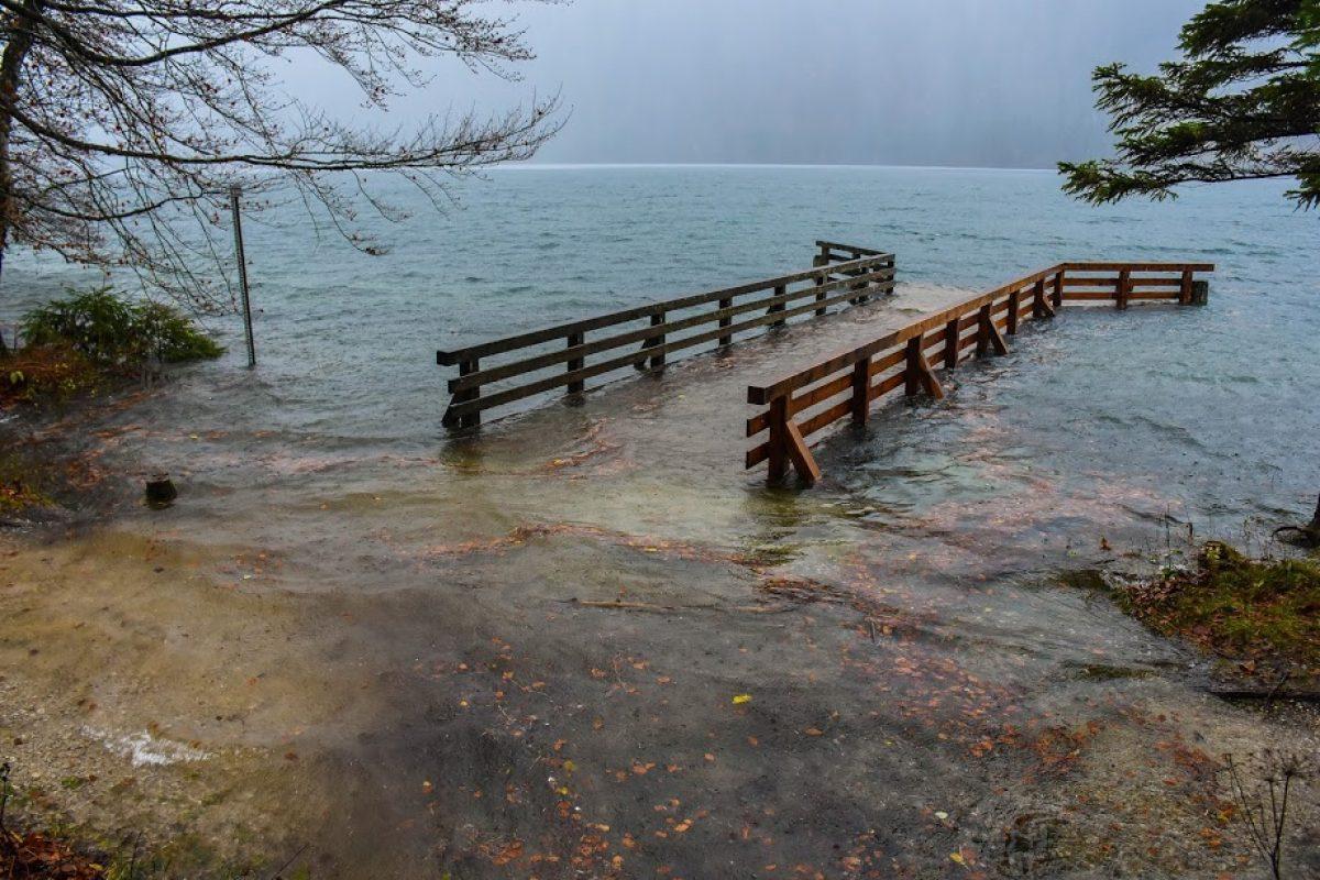 Prihajajo obilne padavine, vodotoki bodo naraščali