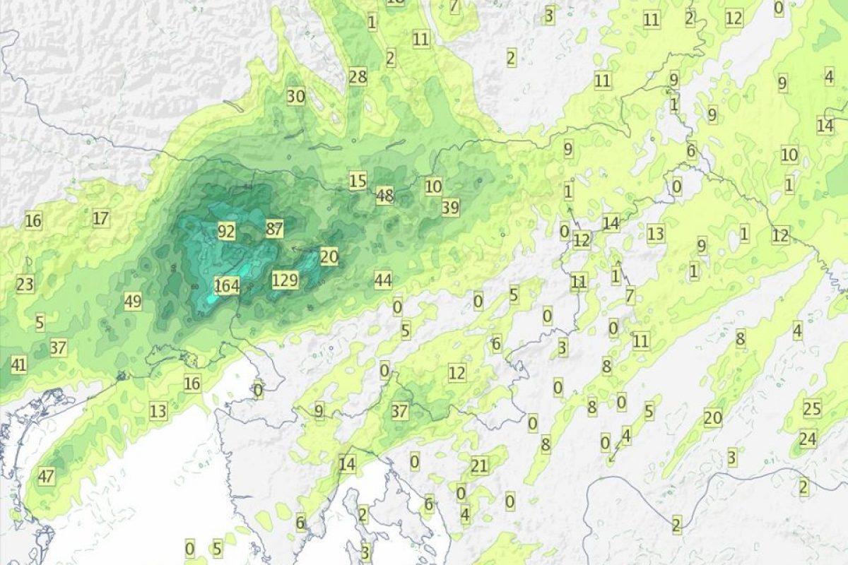 V Goriških Brdih več kot 150 mm dežja, nekaj KM južno pa suho