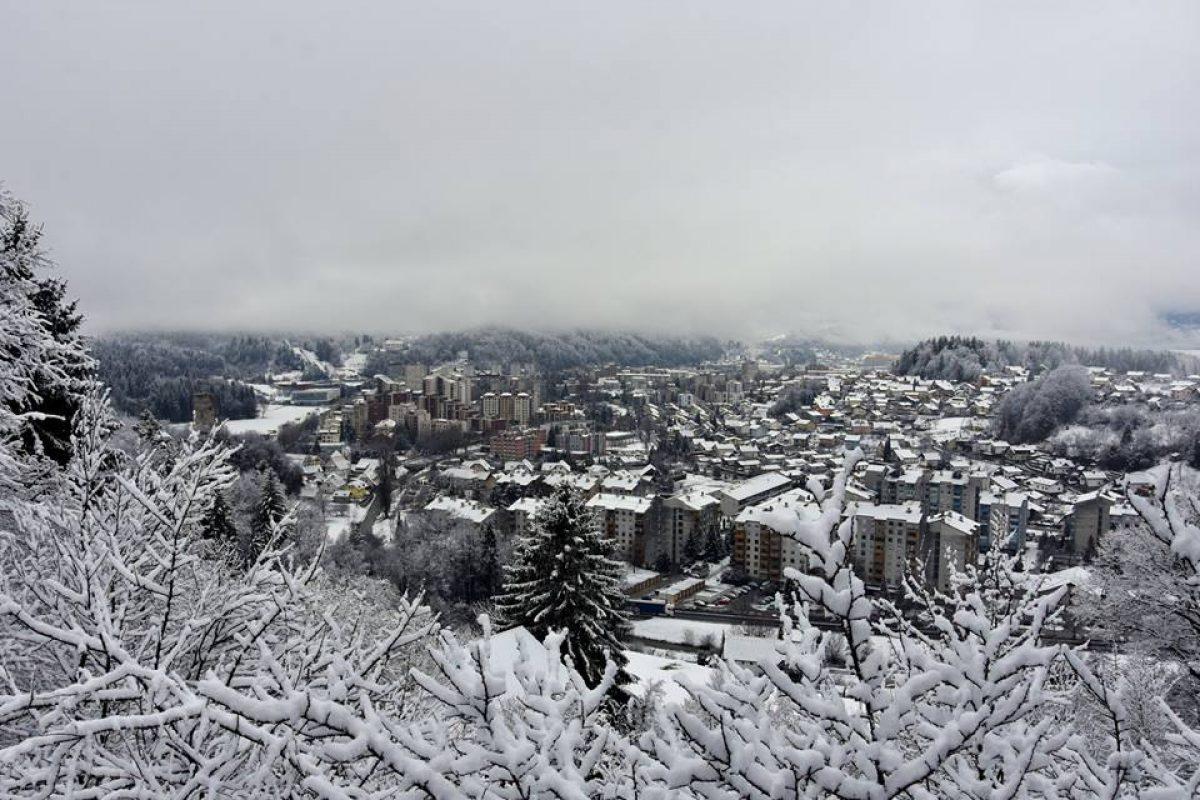 Večdnevno pestro vreme se bo končalo z novo snežno pošiljko