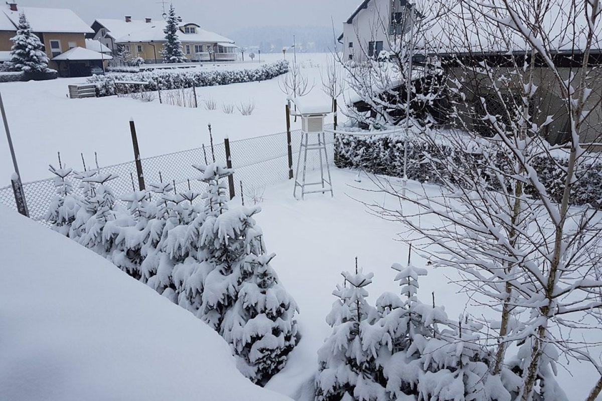 Prihaja snežna pošiljka, sneg se bo oprijemal tudi cest