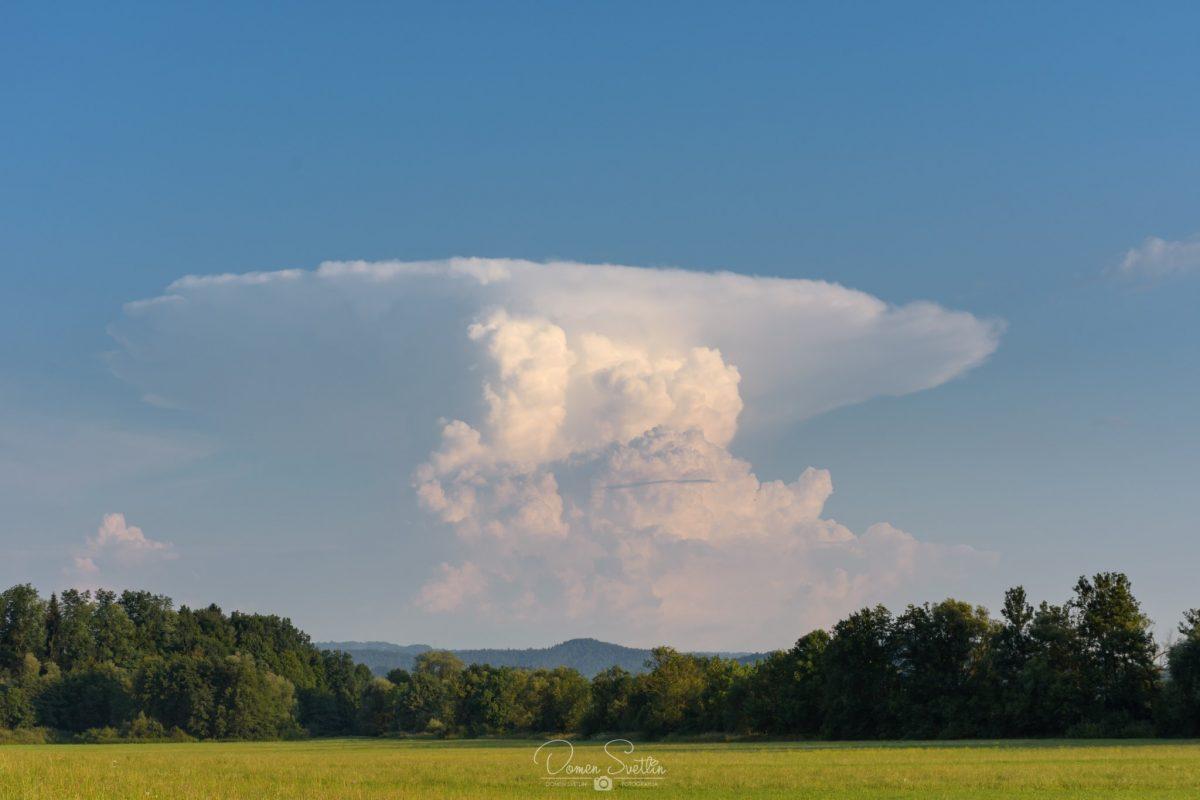 Nastanek in razvoj nevihtnega oblaka kumulonimbusa